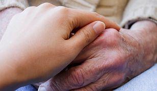 MPiPS: do marca dodatkowe 200 zł do świadczenia pielęgnacyjnego