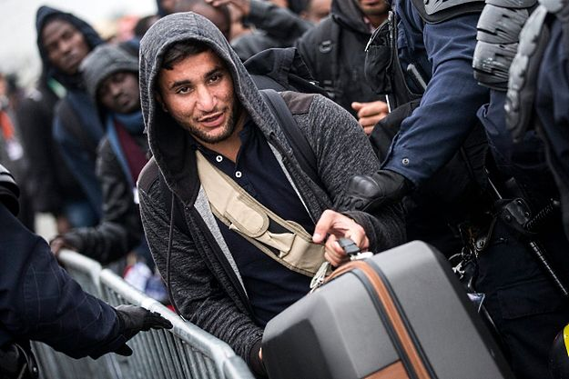 Likwidacja obozu pod Calais. Ewakuowano już 2318 migrantów