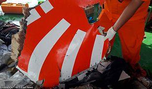Z morza wyławiane są fragmenty samolotu
