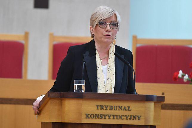 Julia Przyłębska odmówiła odpowiedzi na pytanie dziennikarza TVN o premie dla urzędników Trybunału Konstytucyjnego