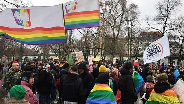 """Protest w Berlinie przeciwko """"Strefom bez LGBT"""" w Polsce"""