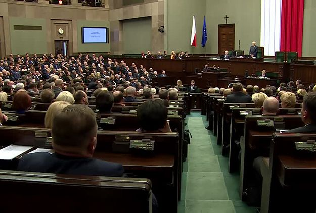"""Siedem partii w Sejmie. PiS na czele. Sondaż Millward Brown dla """"Faktów"""" TVN i TVN24"""