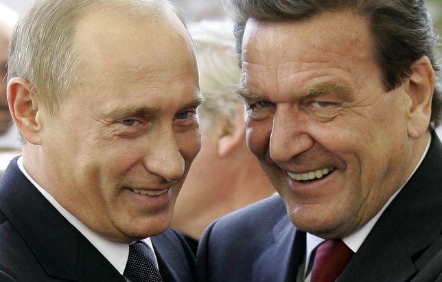 Kanclerz Schroeder witał swojego przyjaciela Putina w Berlinie w 2005 r.