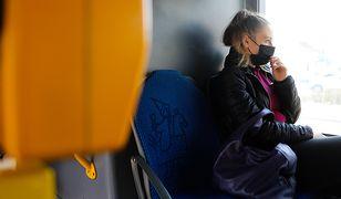 Koronawirus. Kraków. Komunikat o maseczkach drażni pasażerów