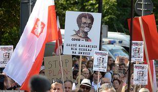 Koronawirus w Polsce. Mimo nowych zakażeń wiele osób broni się przed stosowaniem obostrzeń