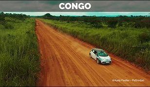 Polak przejechał elektrycznym autem całą Afrykę, zabawki w rozmiarze 1:1 i ślizg motocykla pod radiowóz