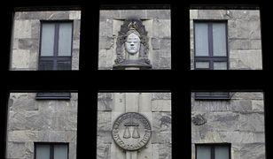 Sąd Okręgowy w Warszawie. Płaskorzeźba przedstawiająca Temidę, grecką boginię sprawiedliwości.