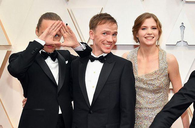 Bartosz Bielenia, Jan Komasa i Eliza Rycembel na czerwonym dywanie w Hollywood