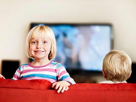 Większość polskich dzieci wychowuje się przed telewizorem