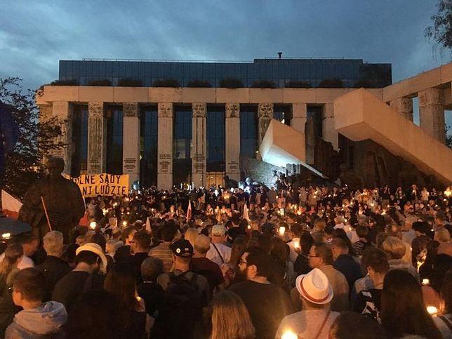 """W Warszawie znów pojawi się """"Łańcuch Światła"""". Tym razem nie przed Sądem Najwyższym"""