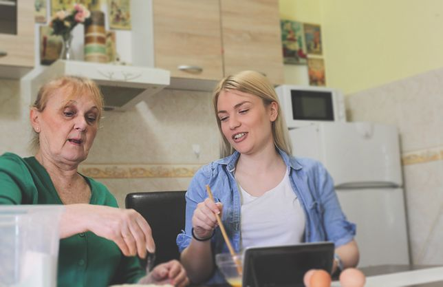 Mieszkanie z rodzicami zamiast na swoim. Wiele młodych małżeństw chwali taki układ