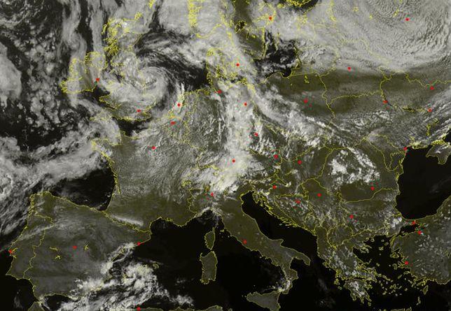 Spirala chmur to głęboki niż brytysjki. Zmieni on pogodę w Polsce na wiele dni.