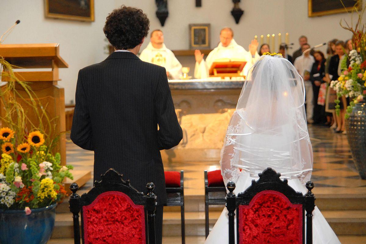 Rozwiedzeni rodzice na ślubie dzieci. Tu łatwo o katastrofę