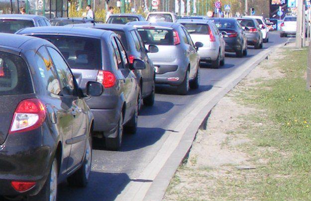 Utrudnienia występują na krajowej drodze nr 8 w kierunku Kudowy-Zdroju.
