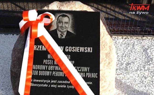 Na stacji we Włoszczowie odsłonięto tablicę. Upamiętnia Przemysława Gosiewskiego