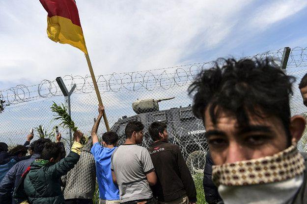 Migranci na granicy grecko-macedońskiej. Dla wielu z nich celem są Niemcy