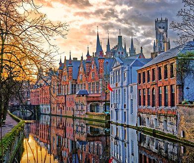 """Szczególnym zainteresowaniem wśród zwiedzających cieszy się historyczne centrum miasta wpisane na listę UNESCO jako """"znakomity przykład średniowiecznej historycznej osady"""""""