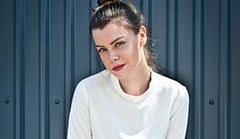 Biała bluzka koszulowa - gdzie ją kupić?