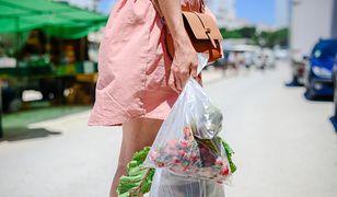 Mądre zakupy. Jak ograniczyć zużycie plastiku podczas wizyt w sklepie