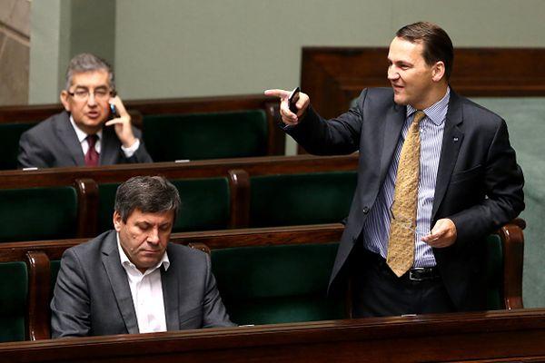 """Błąd w stenogramach """"Wprost"""". Sikorski mówił o PiS-ie, a nie o Tusku"""