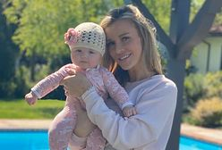 Joanna Krupa z córką w basenie. Fanki ostrzegają ją przed publikacją takich zdjęć