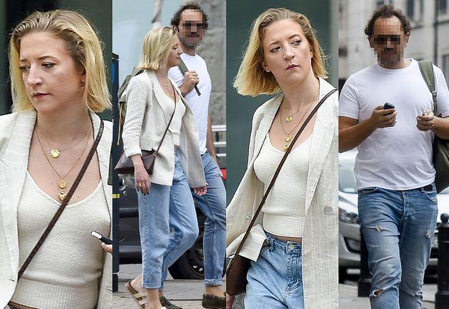 Lara Gessler z nosem na kwintę spaceruje z ukochanym po słonecznej Warszawie