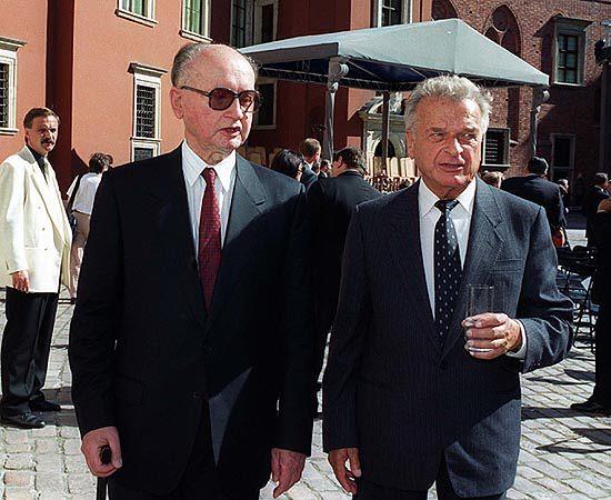 IPN: Jaruzelski agentem, zwerbował go Kiszczak
