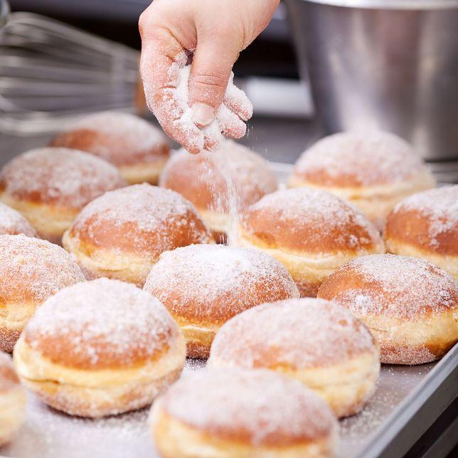 Przepis na pączki na tłusty czwartek. Jak w prosty sposób możemy zrobić pyszne, domowe pączki?
