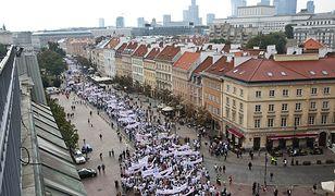 Z placu Zamkowego ruszyła demontracja pracowników służby zdrowia