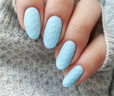 Sweterkowe paznokcie to propozycja manicure hybrydowego na okres jesienno-zimowy.