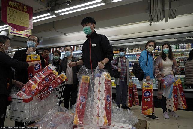 Papier toaletowy stał się towarem deficytowym w Hongkongu. Do tego stopnia, że doszło do napadu i kradzieży