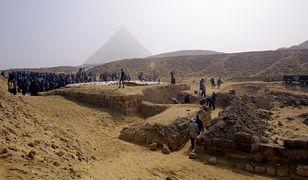 Egipcjanie znaleźli ukryty grobowiec w Kairze. Naukowcy oszacowali go na 4400 lat