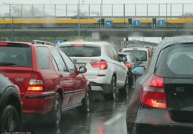 Pogoda płata figla. GDDKiA ostrzega przed trudnymi warunkami na drogach