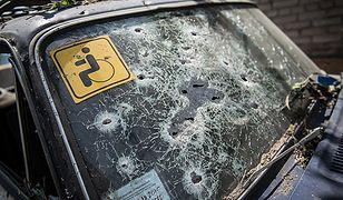 Zniszczony po ostrzale samochód w Słowiańsku