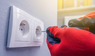Jak sytuować gniazdka elektryczne w ścianie, aby nie miały wpływu na izolacyjność akustyczną przegrody?