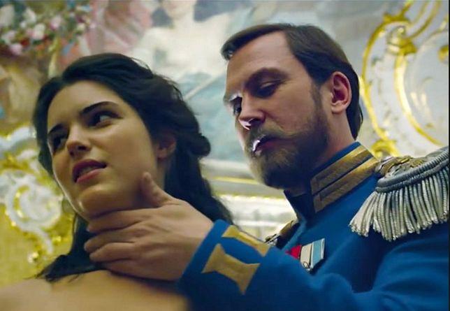 Michalina Olszańska (Matylda) i Lars Eidinger (car Mikołaj II)