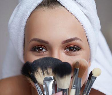 Rozświetlacz do twarzy – jak go używać?