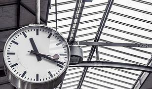 Zmiana czasu 2020 na kolei. Jak kursują pociągi? Utrudnienia dla pasażerów