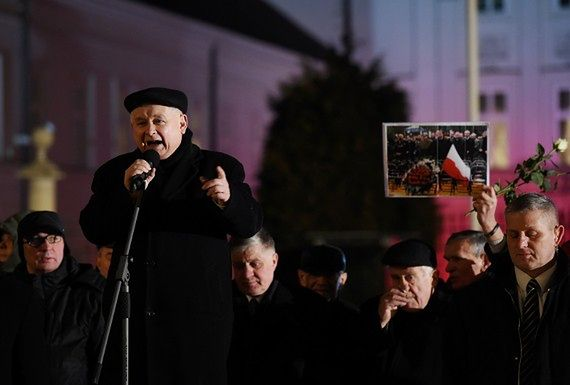"""""""Będą tutaj stały pomniki"""". Zapowiedź Kaczyńskiego podczas miesięcznicy smoleńskiej"""