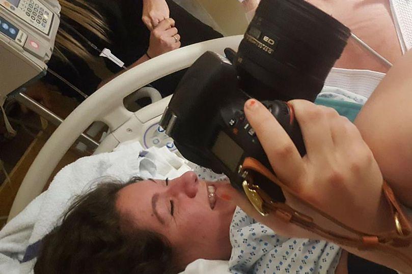 Kobieta wykonała zdjęcia podczas porodu