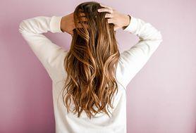 Włosy będą błyszczące, nawilżone i zregenerowane. Prosty sposób