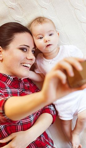 Z porodówki na Facebooka, czyli jak chronić dziecko w Internecie?