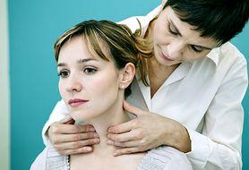 Choroby tarczycy mogą mieć niecodzienne objawy. Sprawdź, kiedy się przebadać