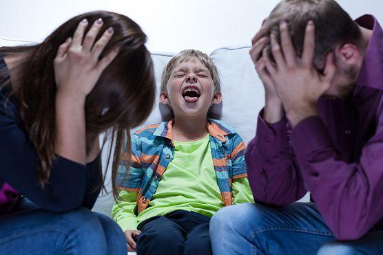 Poznaj 5 sprytnych sposobów, którymi manipuluje cię twoje dziecko. Zobacz, czy twój maluch robi to specjalnie i czy powinnaś wkroczyć do akcji