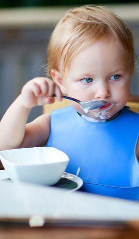 Kiedy zacząć uczyć dziecko jeść samodzielnie i jak to zrobić?