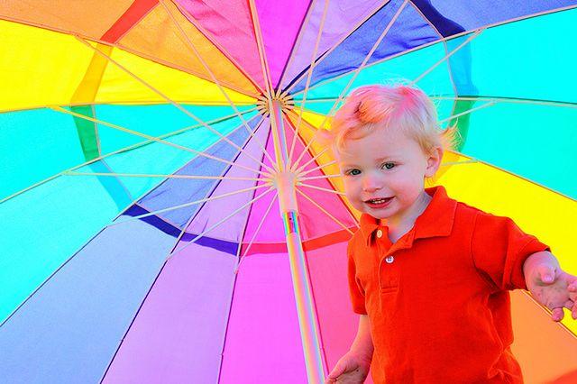Maluszek pod parasolem