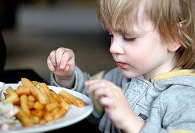Zobacz, jakie błędy w żywieniu dzieci popełnia większość polskich rodziców