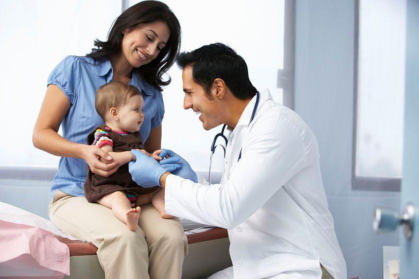 Niemowlak z mamą u lekarza