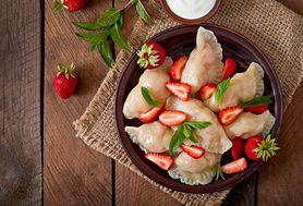 Pierogi z truskawkami – ciasto, farsz, z czym podawać?