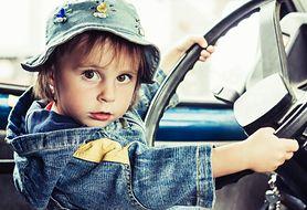 Najgorsze sposoby przewożenia dzieci w samochodach - przerażające